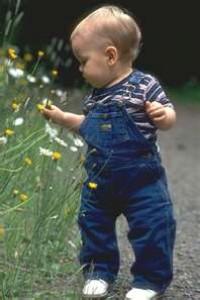 Criança com 2 anos e 2 meses de idade