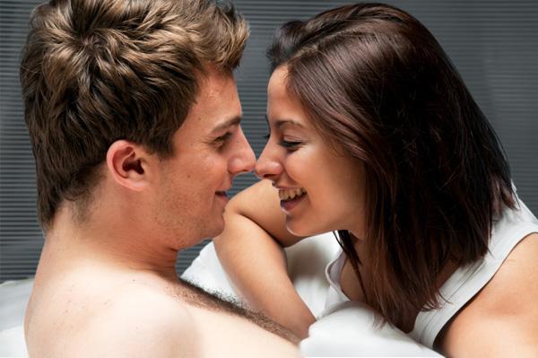 Casal em momento romântico