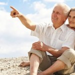 Casal de meia idade na praia