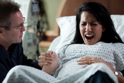 Imagem ilustrativa de um parto cesarea (GettImages)